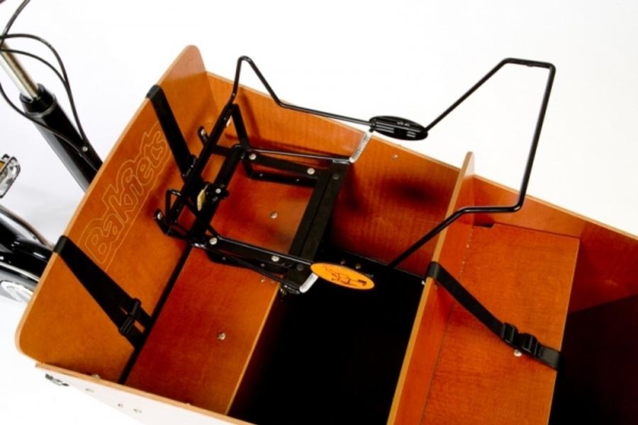 maxi cosi mee in bakfiets op bankje de bakfietswinkel. Black Bedroom Furniture Sets. Home Design Ideas